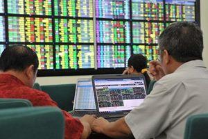 Dòng tiền trên thị trường chứng khoán: 'Tụt áp' hay chờ cơ hội?