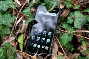 Ảnh chi tiết smartphone 'nồi đồng cống đá', pin 5.050 mAh, RAM 4 GB, giá gần 5 triệu