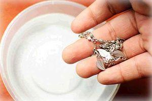 Mẹo làm trắng đồ trang sức bằng bạc đơn giản nhanh nhất ngay tại nhà mà chẳng tốn đồng nào
