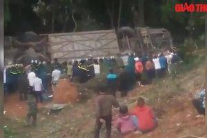 'Hò dô' giải cứu xe khách gặp nạn lao xuống vực ở Kon Tum