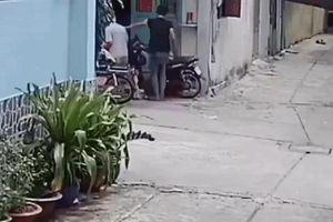 Áp dụng biện pháp cai nghiện bắt buộc đối với nam thanh niên đánh cha mẹ già trước cửa