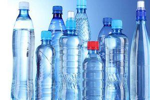 Nguy hiểm tiềm ẩn từ nước uống đóng chai kém chất lượng