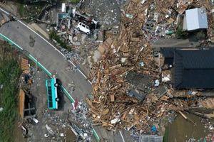 Nhật Bản dọn dẹp 'bãi chiến trường' do mưa lũ