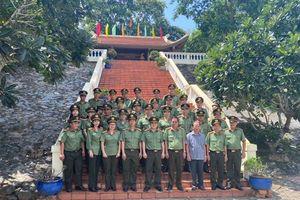 Công an Tây Ninh và Bình Phước dâng hương tri ân các anh hùng, liệt sĩ CAND