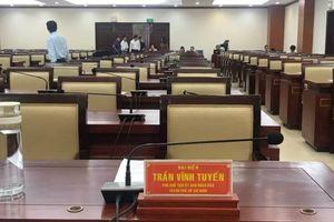 Tạm đình chỉ tư cách đại biểu HĐND của ông Trần Vĩnh Tuyến và ông Trần Trọng Tuấn