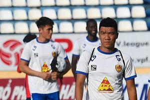 HLV thủ môn Quảng Nam vắng mặt sau sự cố chất màu lạ