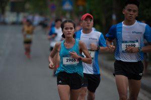 Nhà vô địch SEA Games 30 phô diễn sức mạnh tại giải Tay Ho Half Marathon