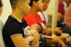Cặp song sinh chào đời khỏe mạnh từ bố mẹ mang gene bệnh Thalassemia