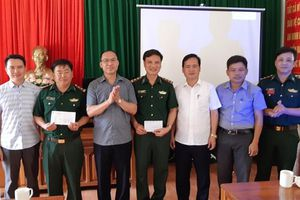 Trao thưởng thành tích đấu tranh với tội phạm mua bán người