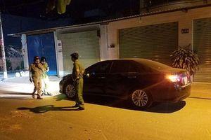 Truy tìm nhóm thanh niên dùng gạch đá đập phá ô tô ở TP. HCM