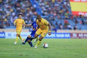 Nam Định thắng nghẹt thở trận 'chung kết ngược'