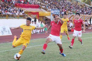 Hà Nội FC 3 trận chưa thắng, 'derby xứ Nghệ' bất phân thắng bại