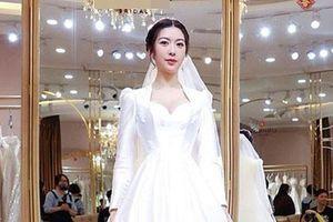 Thúy Vân thử 3 mẫu váy cưới giá 200 triệu đồng
