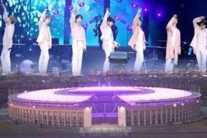 BTS phải hoãn tổ chức concert vì dịch Covid-19, ARMY phủ tím cả sân vận động Olympia để gửi lời động viên thần tượng