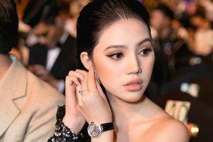 Thần thái sang chảnh của Hoa hậu người Việt tại Úc Jolie Nguyễn