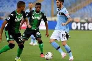 Lazio tự bắn vào chân, Juve 'lết' dần tới ngôi vương
