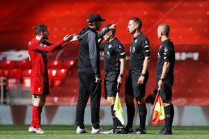 Sao Liverpool chửi bới trọng tài sau trận hòa Burnley