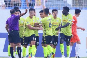 Đá nhạt nhòa, Hà Nội FC hòa may mắn SHB Đà Nẵng