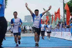 Tuyển điền kinh quốc gia giành Nhất giải chạy Tay Ho Half Marathon 2020
