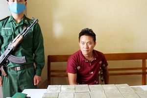 Lớp 'vỏ bọc' khó tin của kẻ vận chuyển 41 bánh heroin bằng taxi