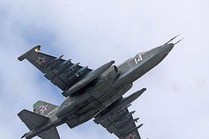 Su-25 Nga 'ngoan cường' sau khi bị hai tên lửa phòng không bắn trúng