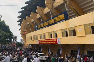 CĐV Nam Định 'xử' HLV bị cho là 'yểm' sân Thiên Trường