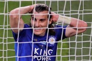 Hậu vệ Leicester trả giá vì đá đối thủ