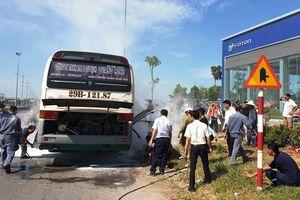 Kịp thời dập tắt vụ cháy xe khách