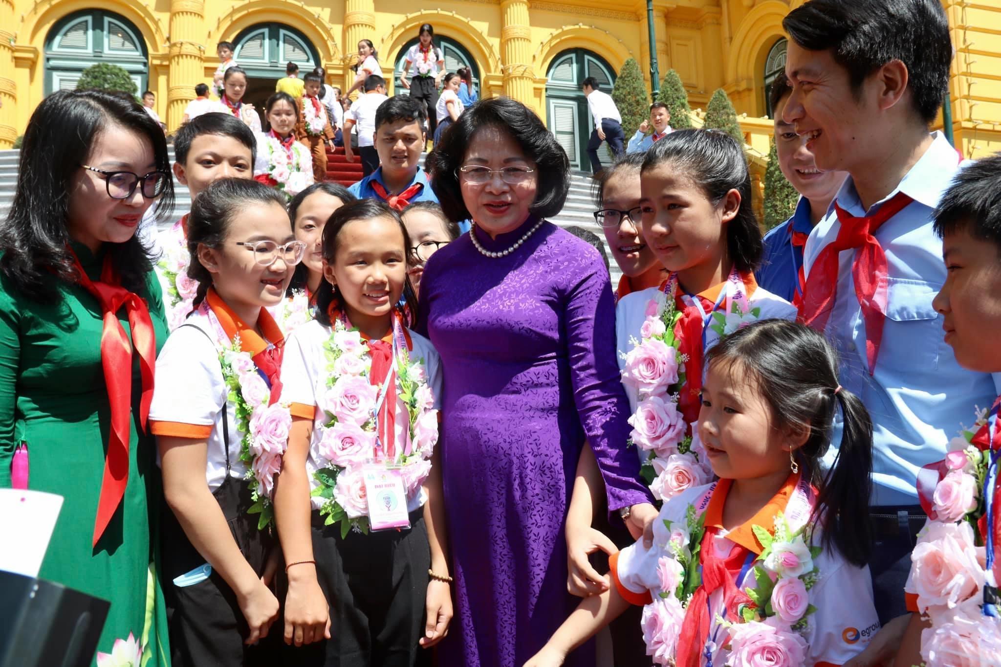 Phó chủ tịch nước Đặng Thị Ngọc Thịnh gặp mặt Đoàn đại biểu cháu ngoan Bác Hồ tỉnh Nghệ An