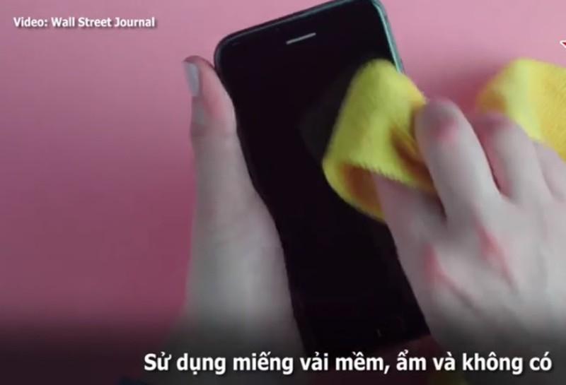 Hướng dẫn khử trùng màn hình smartphone đúng cách