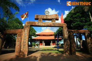 Những ngôi chùa có cổng tam quan kỳ lạ nhất Việt Nam
