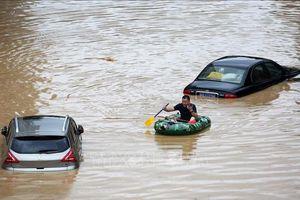 Mưa lũ diễn biến phức tạp, Trung Quốc nâng mức ứng phó khẩn cấp