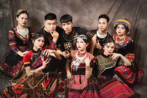 Teen Cao Bằng chi 11 triệu chụp ảnh kỷ yếu đậm chất dân tộc, nhận 'bão like' từ cộng đồng mạng