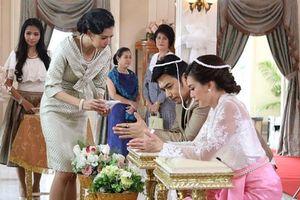 Trong ngày cưới, quan khách ngỡ ngàng với 'quà khủng' mà mẹ chồng trao cho con dâu nhưng chỉ có tôi là biết sự thật