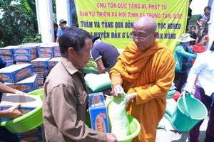 Tịnh xá Trung Tâm tặng quà từ thiện tại Đắk Nông