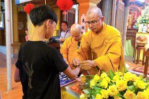 Nghệ An : Nhiều chùa tổ chức cầu nguyện, tiếp sức mùa thi