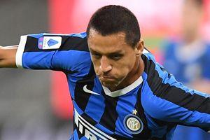 Sanchez tỏa sáng giúp Inter Milan bám đuổi Juventus
