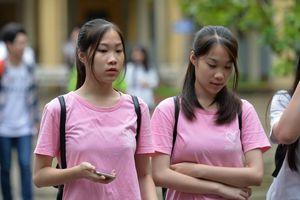 Tranh cãi đề thi so sánh thơ với 'nhan sắc', 'đức hạnh' người con gái
