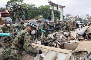 Thủ tướng Nhật Bản thị sát vùng thiên tai
