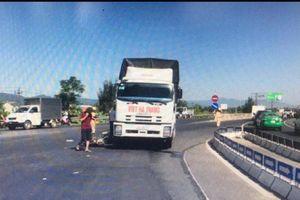 Va chạm với ôtô tải tại nút giao, hai người thương vong