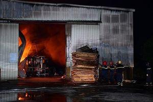 Hải Phòng: Cháy lớn tại công ty gỗ rộng hàng nghìn m2 trong đêm