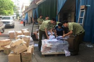 Cục Quản lý thị trường phát hiện xưởng in sách lậu ở Hà Nội