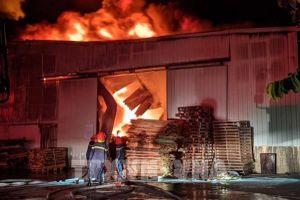 Hải Phòng: Cháy hàng nghìn m2 nhà xưởng của công ty hoạt động trong lĩnh vực nội thất