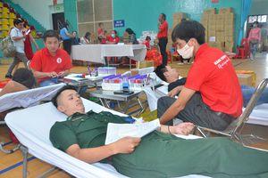 Hơn 1.000 người hiến máu tình nguyện