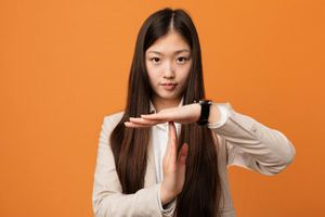 Chia tay rồi còn nhắn tin làm gì? Và hàng loạt cách hành xử khác sao cho hợp thời