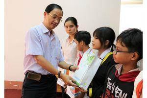 Trao học bổng và xe đạp cho học sinh nghèo tỉnh Bình Phước