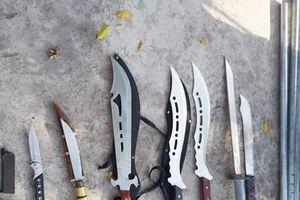 Hàng chục thanh niên hỗn chiến dao kiếm, cư dân náo loạn