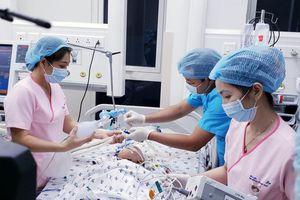 Thủ tướng chúc mừng êkip phẫu thuật tách rời cặp song sinh