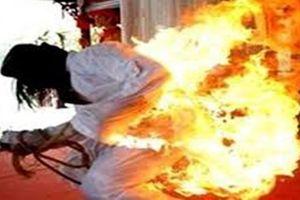 Chồng châm lửa đốt nệm phòng ngủ khiến vợ con bỏng nặng