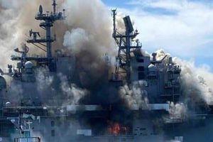 Siêu tàu đổ bộ Mỹ bốc cháy và có nguy cơ bị loại biên vì thiệt hại nặng nề